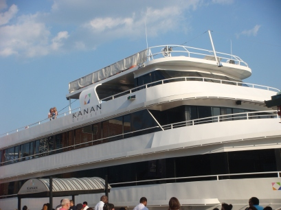 Lake Michigan Boat Cruise on the Kanan Yacht