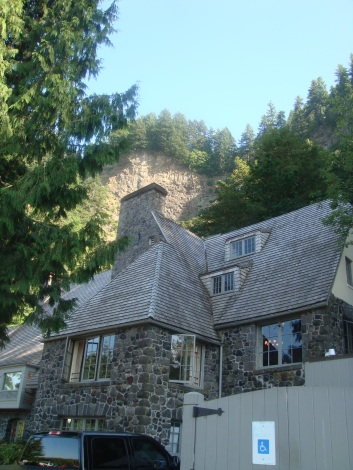 Multomah Falls Lodge and Visitor Center in Oregon