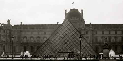 louvre museum at daytime